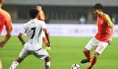 荣耀!郑智被换下后球迷鼓掌 战泰国完成百场里程碑?