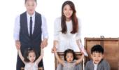 杨威晒全家福纪念结婚十年 儿女双全幸福满满