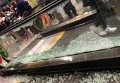 虹桥机场玻璃被粉丝挤碎