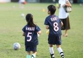 小花等等踢足球