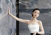 倪妮黑白拼接禮裙盡顯優雅