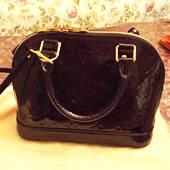 1.3万元入Louis Vuitton漆皮贝壳包