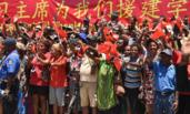 巴新:民众夹道欢迎习近平