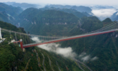 湖南:矮寨大桥横越两山景如画