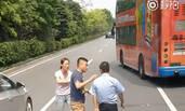 深圳轿车司机打晕公交司机