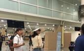 霍心婚礼在即:刘涛机场秀香肩 林心如漂亮妹妹抵达巴厘岛