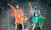 Twins合体开演唱会骑猛男 阿sa变女王调戏舞者
