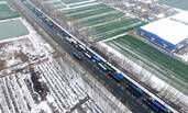 暴雪过后的高速路