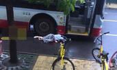 女子追公交 摔倒后遭碾压身亡