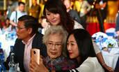 95岁秦怡现身!头发花白精神矍铄