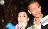 55岁江华携妻为岳父设灵 面颊凹陷神情憔悴
