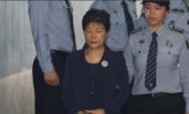 入狱53天后首次露面 朴槿惠戴手铐接受公审