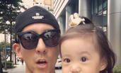 修杰楷带女儿上街 大眼咘咘睫毛超长