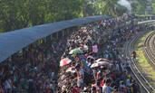 """宰牲节在即 孟加拉国民众""""开挂""""搭火车返乡庆祝"""