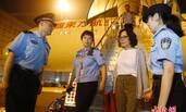 """上海警方劝返获美国国籍的""""红通人员"""""""
