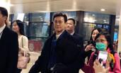 年近70岁的郑少秋现身机场