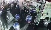 墨西哥防暴警察变劫匪 抢掠手机铺