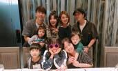 贾静雯为梧桐妹庆祝13岁生日 母女俩同款发型似姐妹