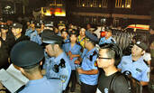 警察合围数十栋高楼 一夜清剿107人