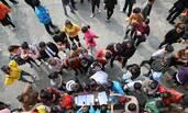 民众参加乡村趣味运动会迎十九大