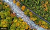 四川巴中:雨中秋景吸引近万游客