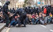 """西班牙示威者""""封锁""""加区法院 遭警察驱逐"""