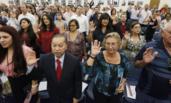 来自33国的新公民加入美籍现场
