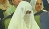巴基斯坦新总理宣誓就职 妻子罕见公开露面