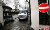 遭英驱逐的外交官离开大使馆返俄