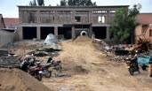 农民花百万在老院子建四百平米豪宅