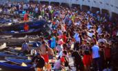 开海首日 威海码头千人抢购海鲜
