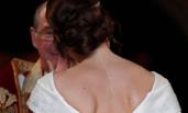 英公主大婚 穿露背婚纱秀出伤疤