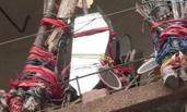居民称对面楼妖气重在阳台挂上百面镜子