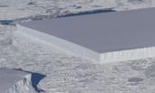 NASA在南极发现一座整齐的矩形冰山
