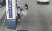 两女主播打架 从教练车内打到派出所