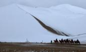 敦煌的沙漠里下雪了