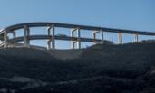 """太原:山顶现""""过山车""""式高架桥"""