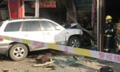 郑州越野车冲入商铺 致1死8伤