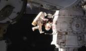俄罗斯空间站又漏了 宇航员提刀就上