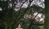 51岁刘嘉玲爬山看夜景 女神范儿十足