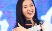 啥事这么开心?刘诗诗出席活动 撩发秀婚戒甜笑不断