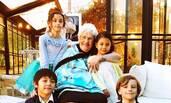 诺一霓娜给100岁的姥姥庆生 一家颜值都好高