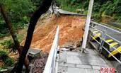 深圳特大暴雨:8分钟后,这条路全部垮掉