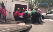 千斤女子患病无法出门 被破墙抬出