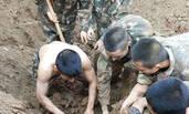 工地坍塌工人被埋 50多名武警徒手挖人