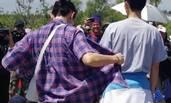李承铉父女穿格子亲子装 化身护孩狂魔帮遮阳