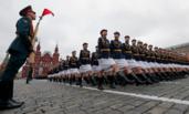 多角度看俄红场阅兵:女兵、新武器和狙击手,一个都不能少