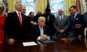 """特朗普宣布全国祈祷日 为""""哈维""""受害者祈福"""