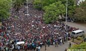 津巴布韦上万民众游行要求总统下台
