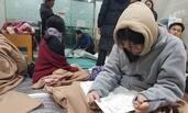 韩国高考因地震推迟  考生在避难所复习